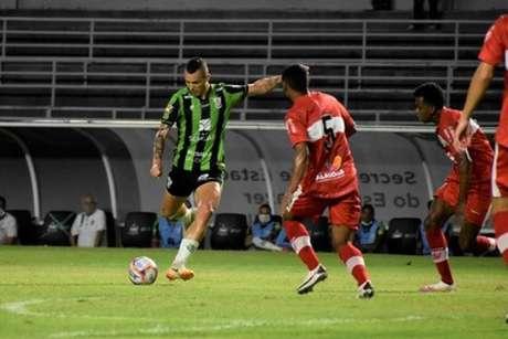 O Coelho ficou no empate diante do CRB. Foi a segunda igualdade seguida da equipe mineira que também empatou com a Chapecoense-(Estevão Germano/América-MG)