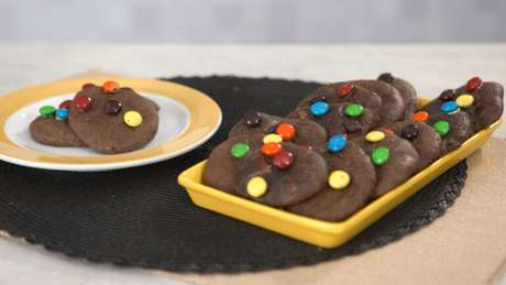 Guia da Cozinha - Cookie de chocolate com confeito para adoçar seu dia