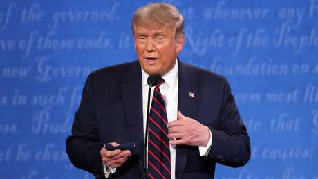 Trump levou uma máscara para o primeiro debate, mas não foi retratado com a máscara no rosto