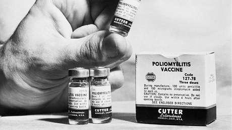 Alguns lotes de vacina contra pólio fabricados pelos laboratórios Cutter eram defeituosos