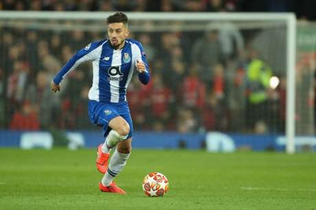 Jogador era um dos destaques do Porto e ruma à Inglaterra (Foto: Reprodução/Twitter)