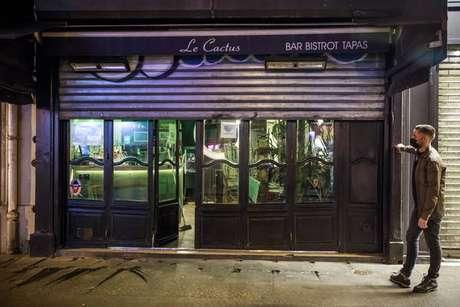A partir dessa terça-feira, os bares em Paris deverão ficar fechados por 15 dias