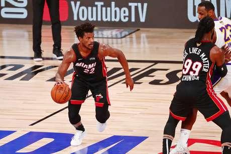Jimmy Butler voltou a desequilibrar pelo Miami Heat
