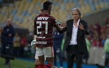 Bruno Henrique cumprimenta Jorge Jesus: atacante brilhou com o Mister no Fla (Foto: Alexandre Vidal / Flamengo)