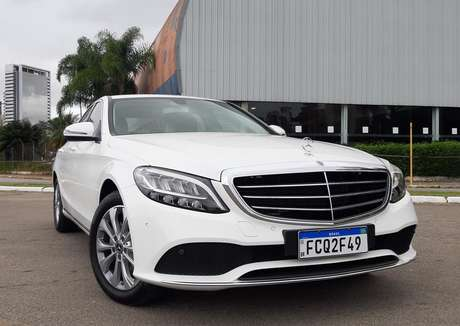 Mercedes-Benz Classe C: deixa de ter produção nacional e volta a ser importado.