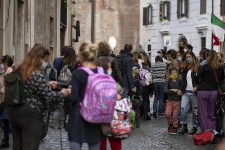 Movimentação em escola primária em Roma, capital da Itália