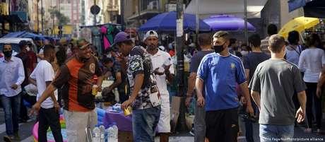 """""""A pandemia oferece uma oportunidade única para estudar como os valores morais das pessoas se comportam em tempos de crise"""", diz pesquisadora"""