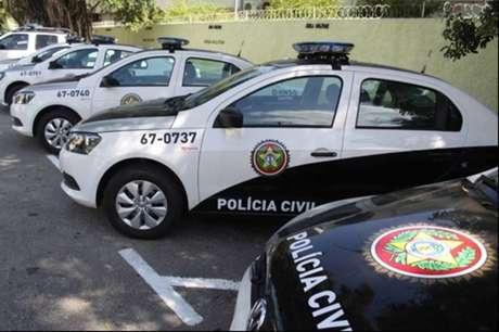 Viaturas da polícia civil do Rio de Janeiro estacionadas