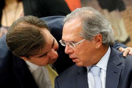 Maia e Guedes conversam durante sessão da comissão da reforma da Previdência no ano passado 08/05/2019 REUTERS/Adriano Machado