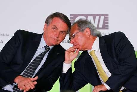 Bolsonaro e Guedes conversam em evento em Brasília 11/12/2019 REUTERS/Adriano Machado