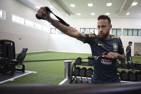 Neymar sentiu uma lesão na lombar