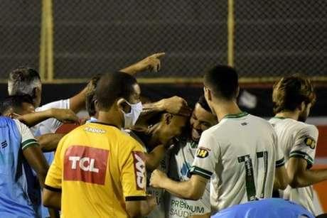 O Coelho voltou a vencer, após derrotar o Vitória-BA, fora de casa, na 14ª rodada-(Divulgação/América-MG)
