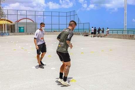 Nathan participou normalmente do treino em Fortaleza e deve jogar contra o Goiás-(Pedro Souza/Atlético-MG)