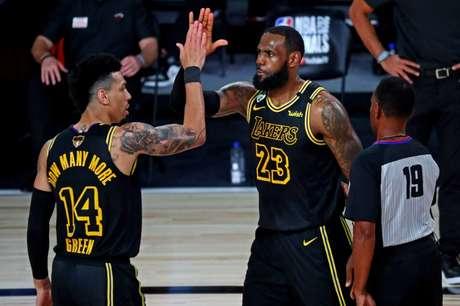 Danny Green (14) jogou a última temporada no Lakers, de LeBron James (23),  e hoje faz parte do Philadelphia 76ers 02/10/2020 Kim Klement-USA TODAY Sports