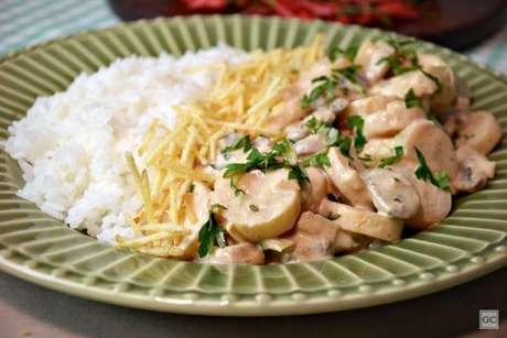 Guia da Cozinha - Estrogonofe vegetariano: irresistível em cada garfada!