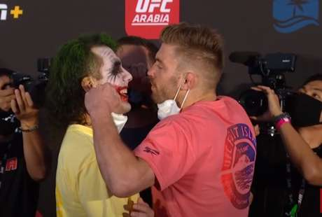 Markus Maluko, mais uma vez, pintou o rosto como o personagem Coringa (Foto: Reprodução/YouTube/UFC)