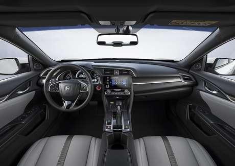 Interior do Civic Touring 2021: versão topo de linha turbinada custa R$ 146.500.