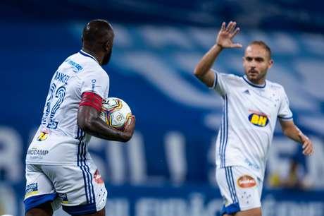 Manoel fez o gol do Cruzeiro na derrota para o Sampaio Corrêa por 2 x 1