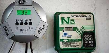 Nitrogênio traz vantagens sobre o ar comprimido devido às suas características físico-químicas, mas ele pode atrapalhar ao invés de ajudar a conservar os pneus.