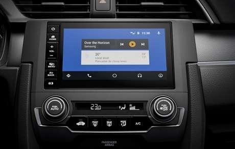 Nova central multimídia do Civic LX, a versão de entrada do Honda.