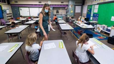 """""""As salas de aula devem servir para otimizar o relacionamento humano"""", diz Khan"""