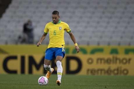 Renan Lodi em ação pela Seleção Brasileira (Foto: Lucas Figueiredo/CBF)