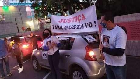 Ativistas fizeram protestos em Porto Alegre contra a impunidade no caso Gustavo Amaral