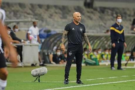 Sampaoli saiu de campo feliz com sua equipe, que é líder isolada do Brasileiro-(Bruno Cantini/Agência Galo)