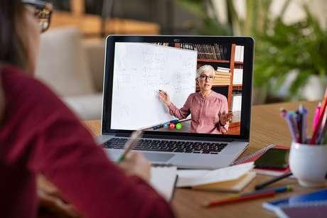 Nas aulas online, os vídeos gravados pelos professores têm sido consumidos em velocidade mais rápida pelos alunos