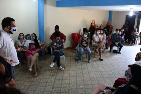 O candidato do PSOL à Prefeitura de São Paulo, Guilherme Boulos participa de encontro com mães e pais de alunos em Itaquera, zona leste
