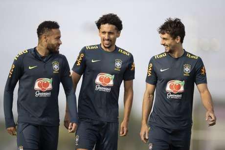 Neymar, que sentiu dores nas costas na última semana, participou do treino e não preocupa(Foto: Lucas Figueiredo/CBF)