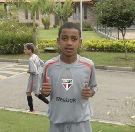 Brenner mais novo, com a camisa do São Paulo (Foto: Reprodução/Twitter @SaoPauloFC)