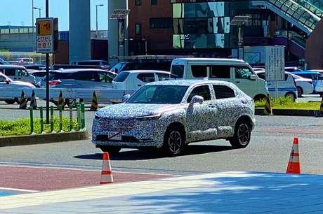 Honda HR-V (vendido como Vezel no mercado japonês) flagrado em testes no Japão.