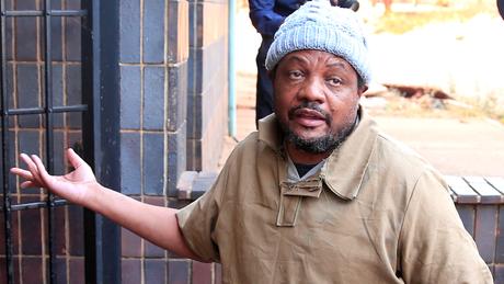 Jornalista Hopewell Chinono, preso após denunciar suposto esquema de desvio de verba