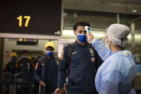 A Seleção Brasileira desembarcou em Lima ontem à noite para enfrentar o Peru