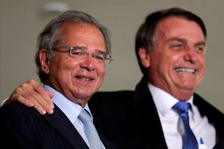 Bolsonaro e Guedes participam de cerimônia no Palácio do Planalto 07/10/2020 REUTERS/Ueslei Marcelino