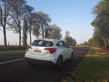 Roadster character of the HR-V Touring appears in power, comfort, safety and economy.