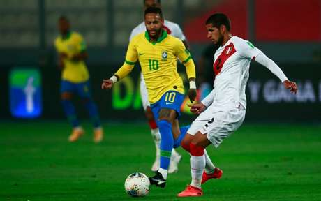 Neymar marcou três gols na vitória do Brasil por 4 a 2 (Foto: RHONA WISE / AFP)