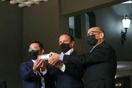 Governo de São Paulo assinouacordo com a farmacêutica chinesa Sinovac para fornecimento de doses da Coronavac.