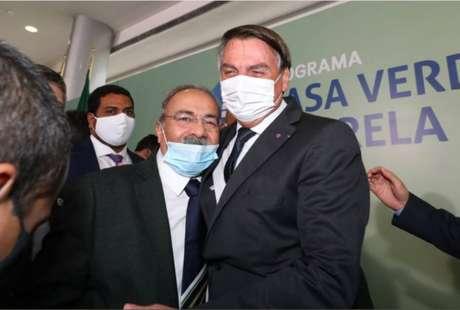 O senador Chico Rodrigues e o presidente Jair Bolsonaro, que já disse ter 'quase uma relação estável' com o parlamentar