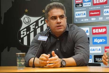 Orlando Rollo assumiu o comando do Santos
