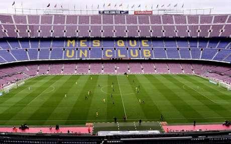 Camp Nou continuará vazio nos próximos jogos do Barcelona (Foto: JOSE JORDAN / AFP)