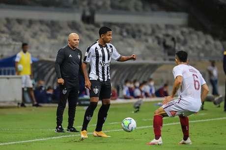 Sampaoli achou que o Atlético-MG teve dois tempos distintos no empate com o Fluminense-(Bruno Cantini/Agência Galo)
