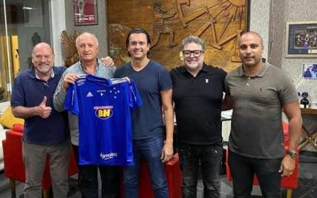 Felipão ao lado de dirigentes do Cruzeiro (Foto: Reprodução)