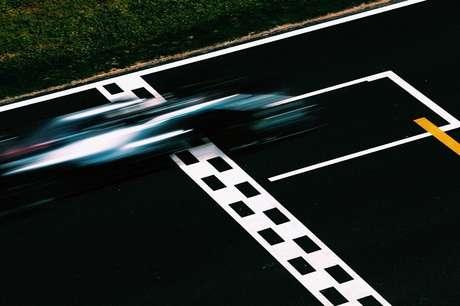 Ninguém conseguiu pegar Lewis Hamilton na Espanha
