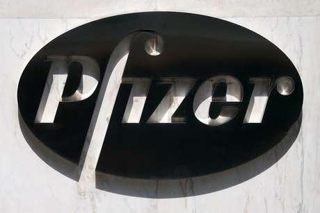 Logo da Pfizer na sede da empresa em Nova York 22/07/2020 REUTERS/Carlo Allegri