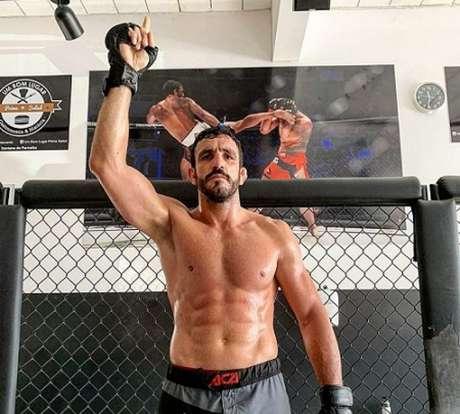 Elias Silvério vem embalado por três vitórias e sonha com título no evento ACA (Foto: Reprodução)