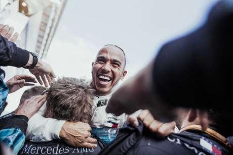 64 – A festa de Lewis Hamilton após a vitória no GP da Espanha de 2018