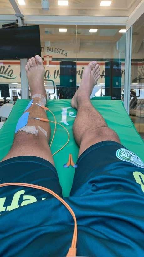 Meia Alan em tratamento na Academia de Futebol (Foto: Reprodução)