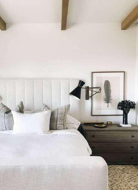 1. Saiba escolher a luminária de cabeceira para leitura ideal para o seu quarto – Foto: Harbor Luxury Bedding